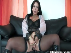fat soccer mamma in nylons works her hard clit