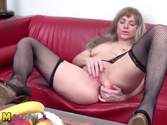 hot mother and her juicy twat
