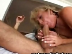 hot mommy gets a big load on her face