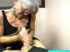 cocksucking milf engulfing on hard wang