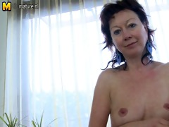 mature mother t live without to play with herself
