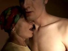 sliim mature lady and chap sex anal