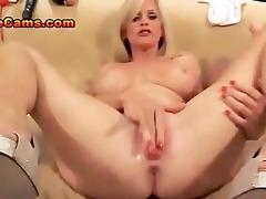older babe sucks large dong