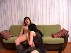 russian amateur mommy swallows cum.