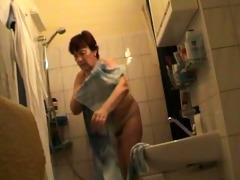 dutch redhead granny in bathroom