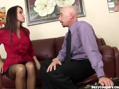 d like to fuck hottie uses her cookie to close